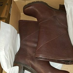 Ugg jessia boots with shearing lining size 9 brown